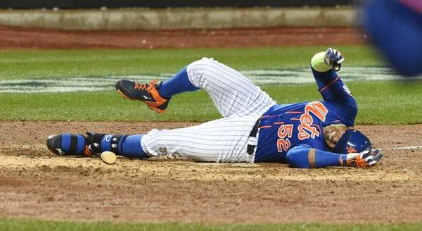New York Mets centerfielder Yoenis Cespedes (52) reacts