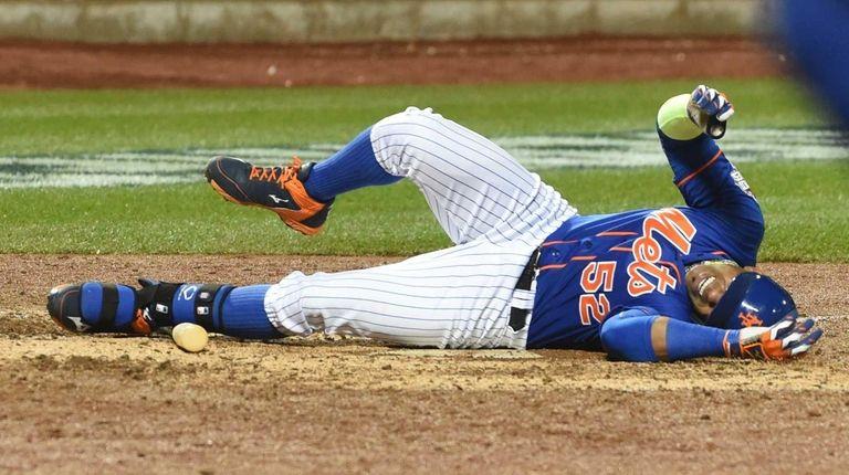 New York Mets centerfielder Yoenis Cespedes (52) reacts
