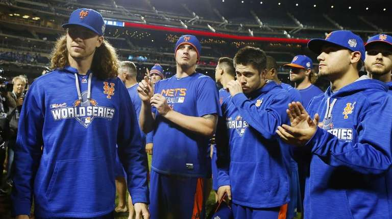 New York Mets congratulate the fans after their