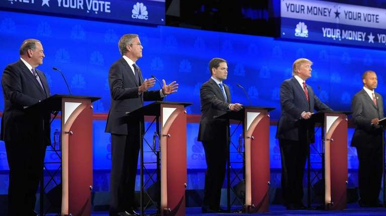 Left to right, GOP presidential candidates Mike Huckabee,