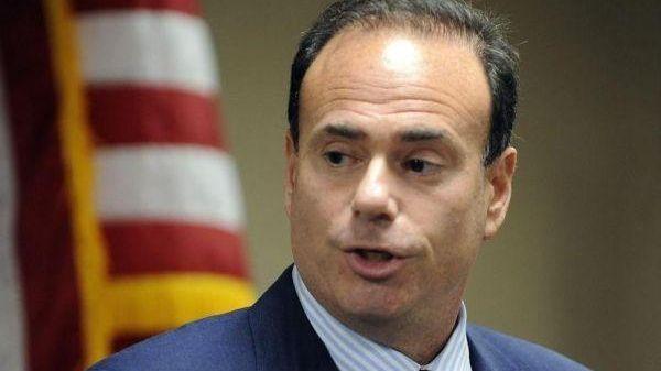 Nassau Democratic Chairman Jay Jacobs is advising members
