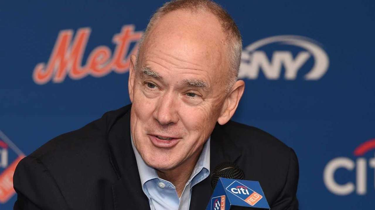 New York Mets general manager Sandy Alderson announces