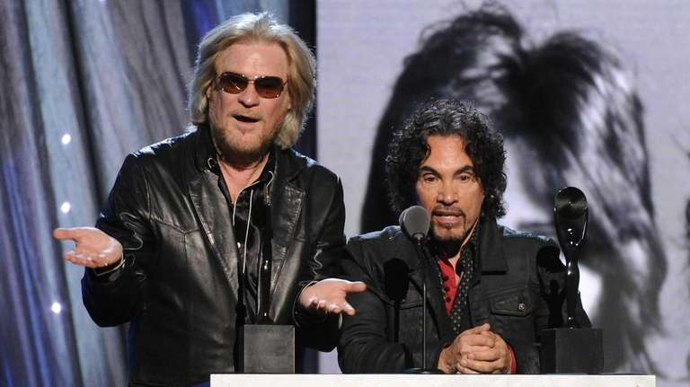 Daryl Hall, left, and John Oates will play