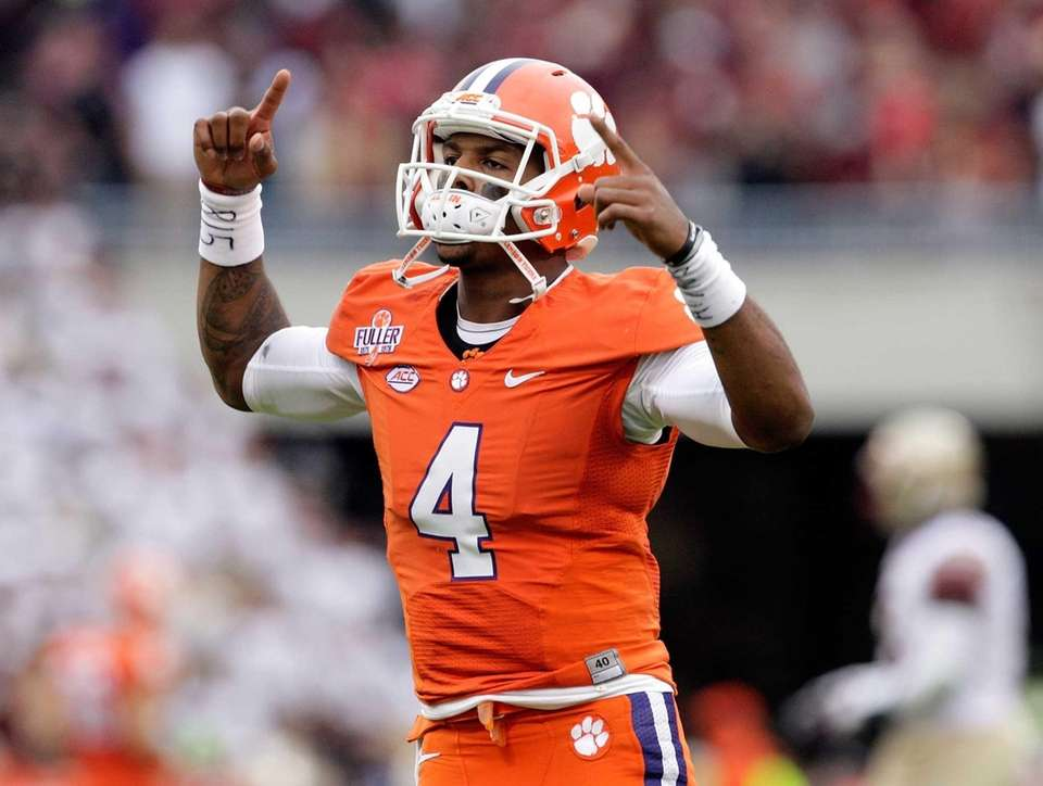 Deshaun Watson #4 of the Clemson Tigers pumps