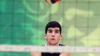 Bellmore JFK's Michael Ianniello with the dig during
