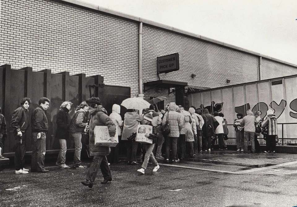 Shoppers who waited three hours in the rain