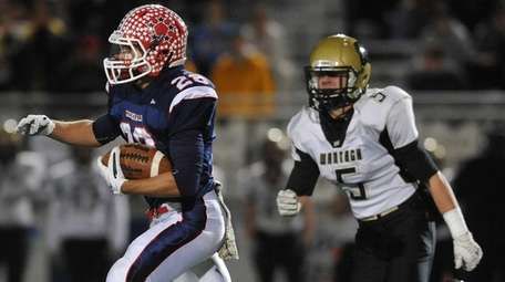 MacArthur running back Vin Martino( 28) carries the