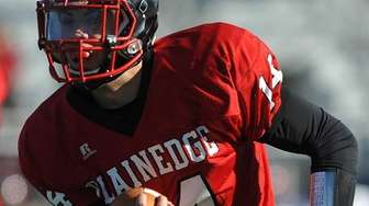 Plainedge quarterback No. 14 Davien Kuinlan rushes for