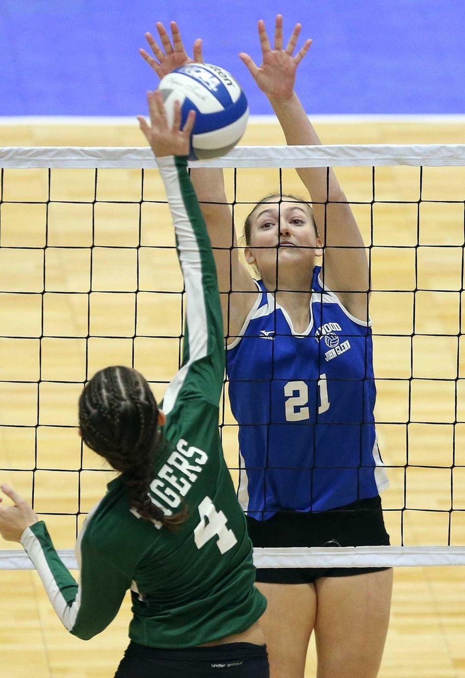 Glenn's Maggie McGuckin looks for the block at