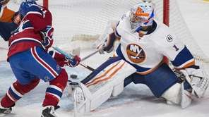 The Montreal Canadiens' David Desharnais scores on New