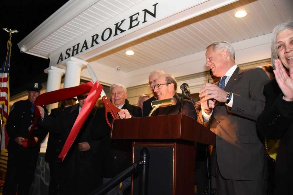 Asharoken Mayor Greg Letica center, cuts the ribbon
