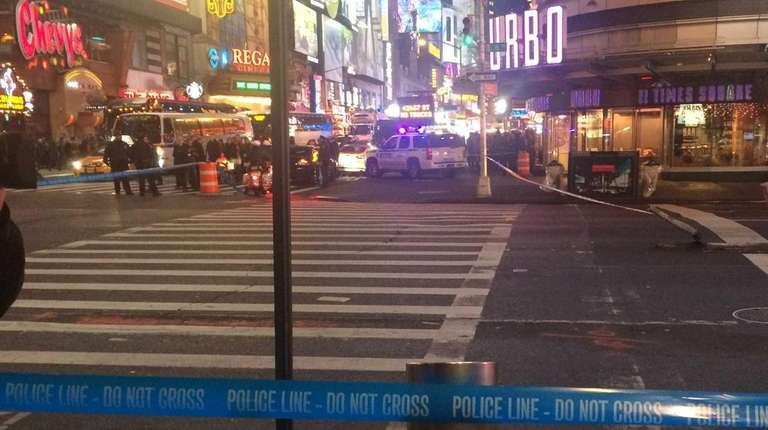 Nypd package found near port authority not dangerous am for Cocktail 42nd street