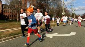 Runners participate in the 38th annual Garden City
