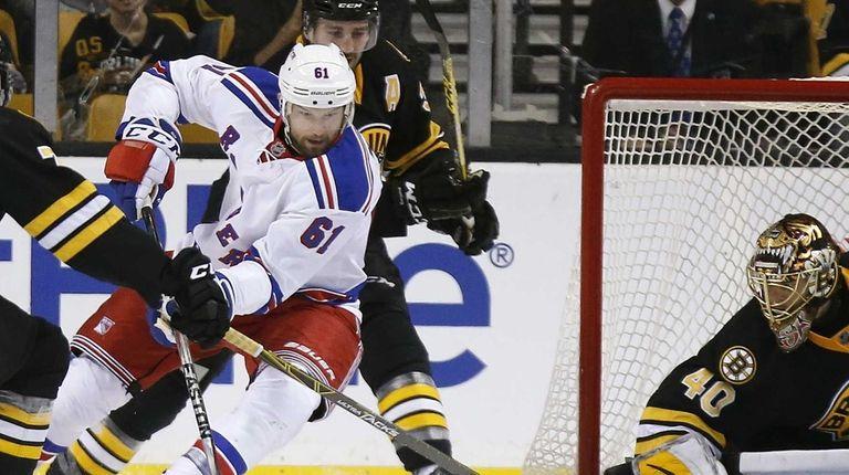 New York Rangers' Rick Nash (61) brings the