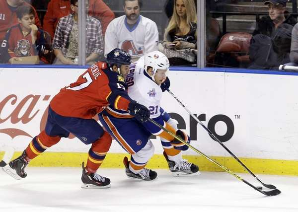 Florida Panthers center Derek MacKenzie (17) checks New