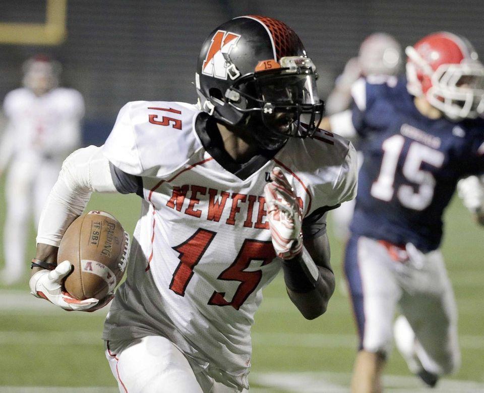 Newfield wide receiver Jelani Greene (15) scores a