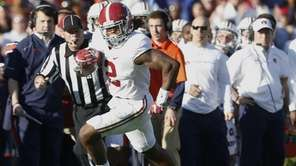 Alabama running back Derrick Henry (2) runs the