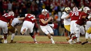 Kevin Hogan #8 of the Stanford Cardinal runs