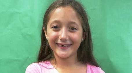 Kidsday reporter Ella Munoz tested the Electrohome Projection