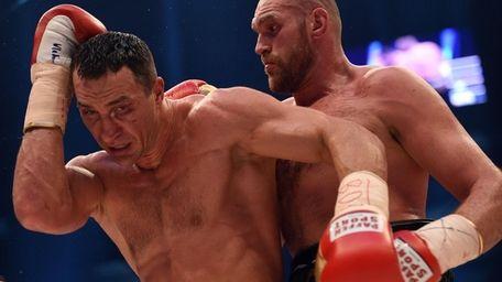 World heavyweight boxing champion Wladimir Klitschko, left, of