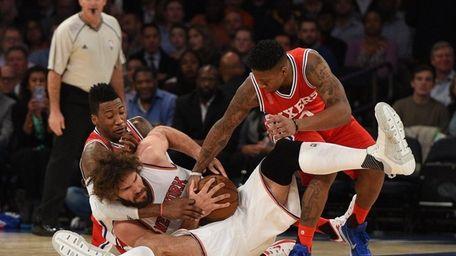 New York Knicks center Robin Lopez fights