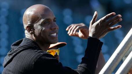 Barry Bonds watches batting practice before a game