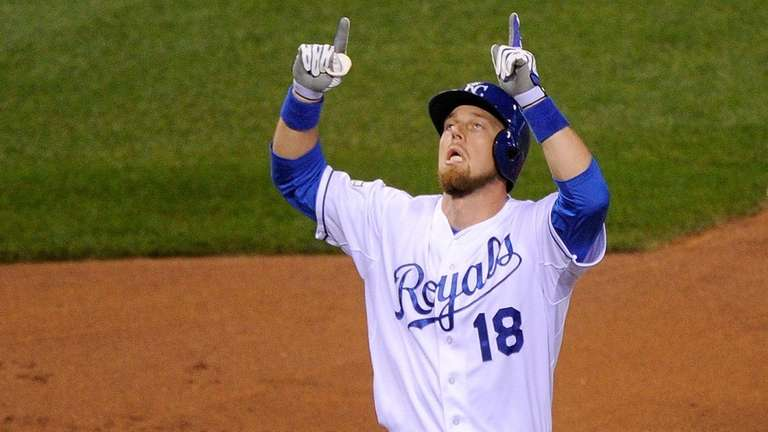 Ben Zobrist celebrates after hitting a solo