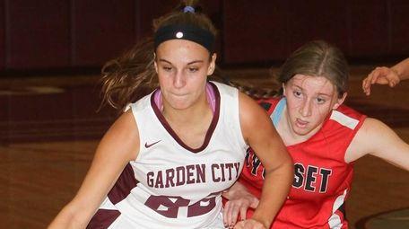 Garden City's Michaela Bruno (22) brings the ball
