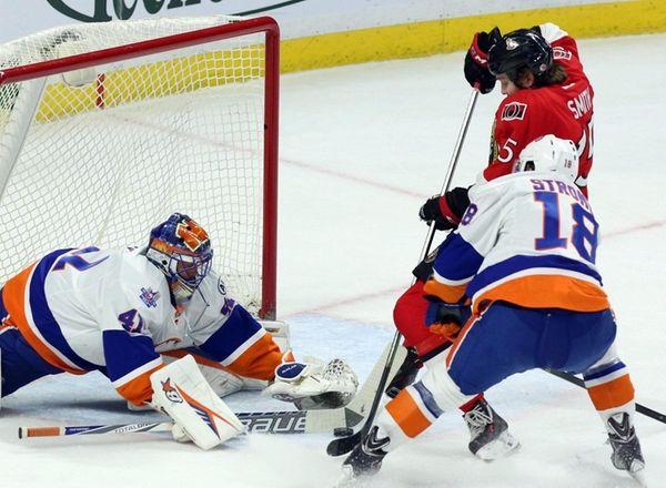 New York Islanders goalie Jaroslav Halak maks a