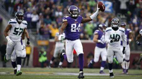 Minnesota Vikings wide receiver Cordarrelle Patterson (84) raises
