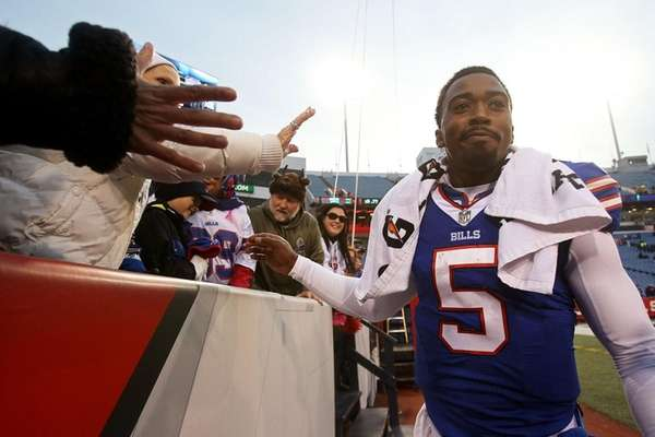 Tyrod Taylor #5 of the Buffalo Bills celebrates