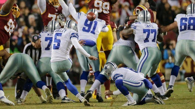 Dallas Cowboys kicker Dan Bailey (5) kicks