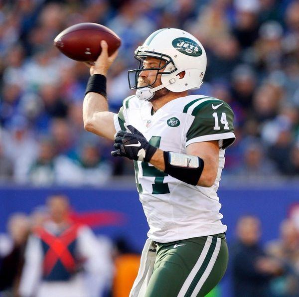 New York Jets quarterback Ryan Fitzpatrick throws