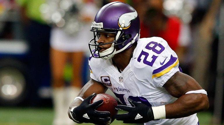 Adrian Peterson of the Minnesota Vikings runs the