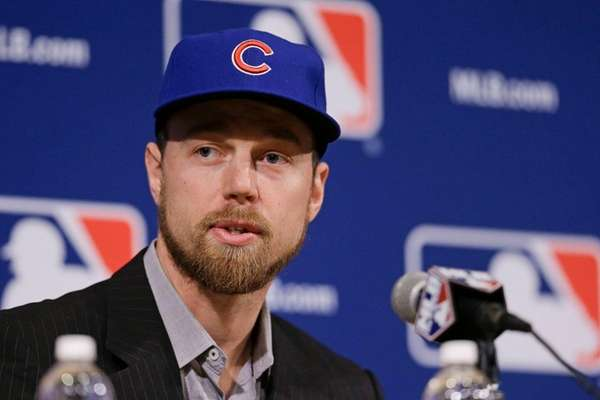 Switch-hitting free agent Ben Zobrist speaks at