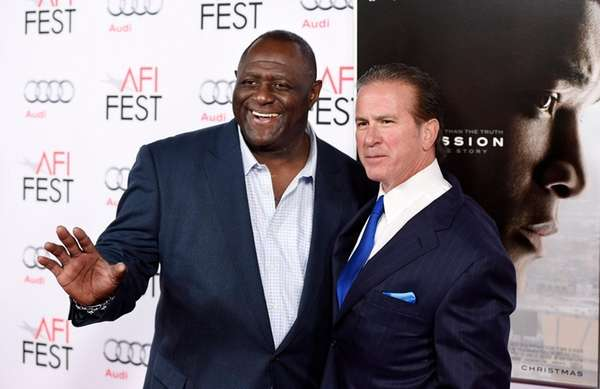 Former NFL football player Leonard Marshall, left,