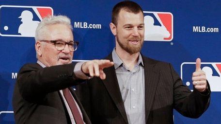 Chicago Cubs manager Joe Maddon, left, joins
