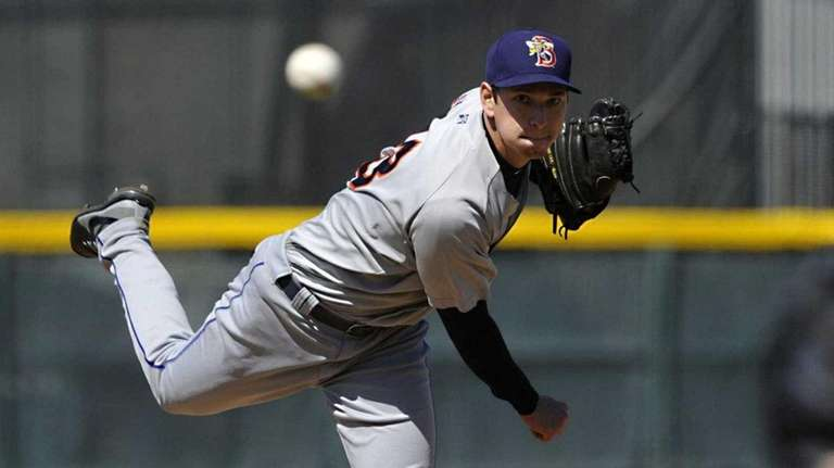 Binghamton Mets starting pitcher Matt Bowman throws