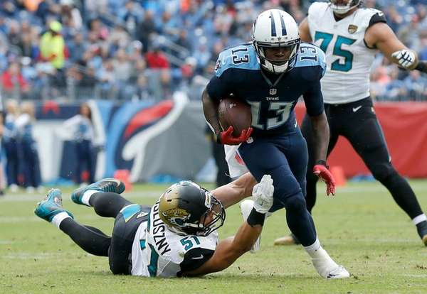 Kendall Wright of the Tennessee Titans makes