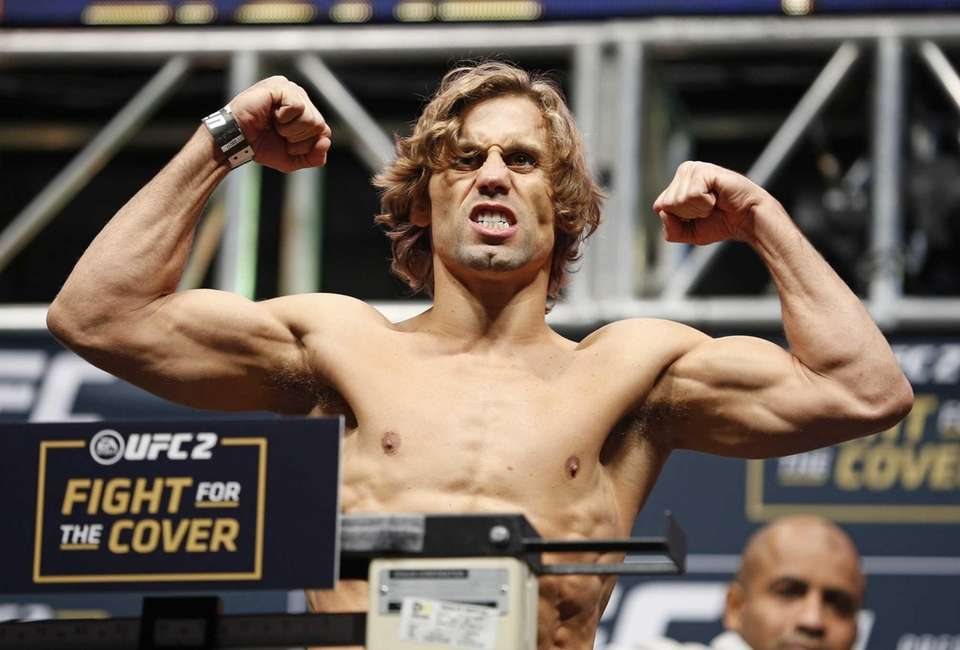 Urijah Faber poses on the scale during the