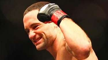 Frankie Edgar celebrates his first-round knockout of Chad