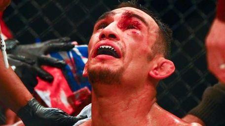 Tony Ferguson defeated Edson Barboza in their lightweight