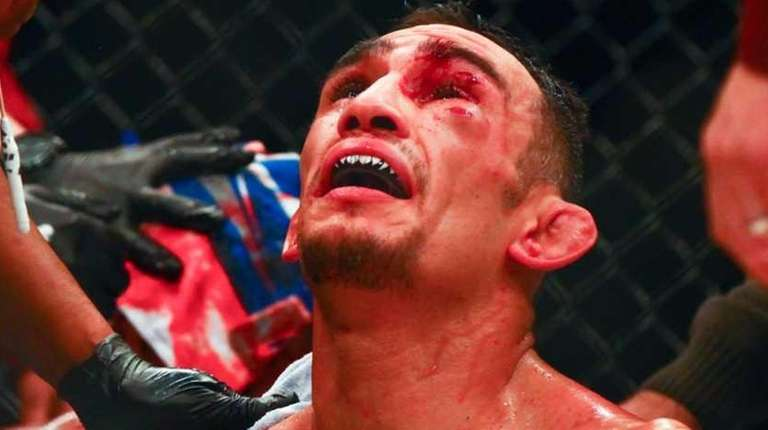 Tony Ferguson defeated Edson Barboza in their lightweight