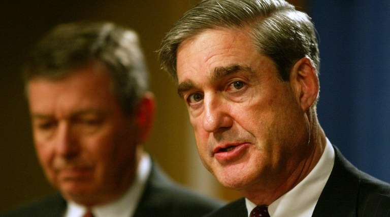Former F.B.I. Director Robert Mueller, right, and U.S.