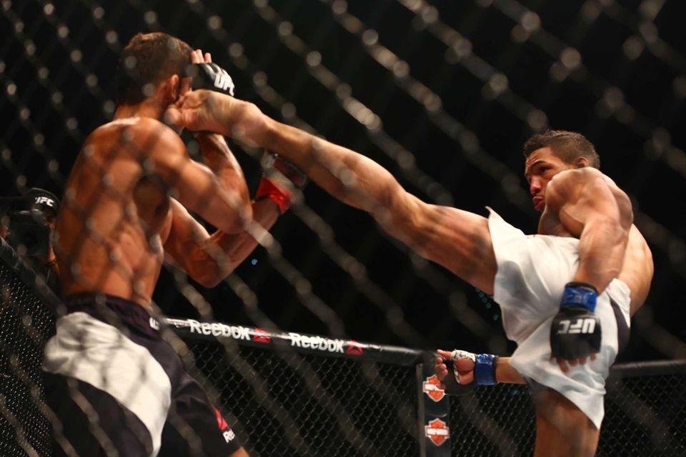 LightweightLeonardo Santos defeated Kevin Lee by TKO in