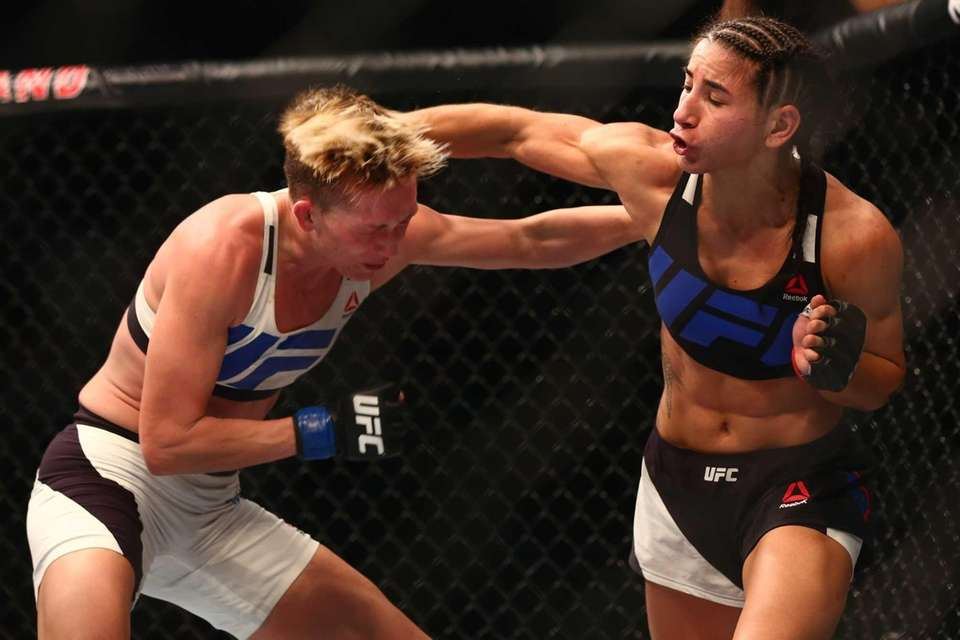 StrawweightTecia Torres defeated Jocelyn Jones-Lybarger by unanimous decisionat