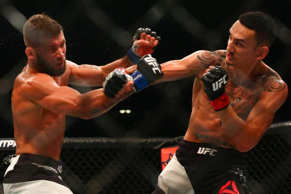 FeatherweightMax Holloway defeatedJeremy Stephens by unanimous decisionat UFC