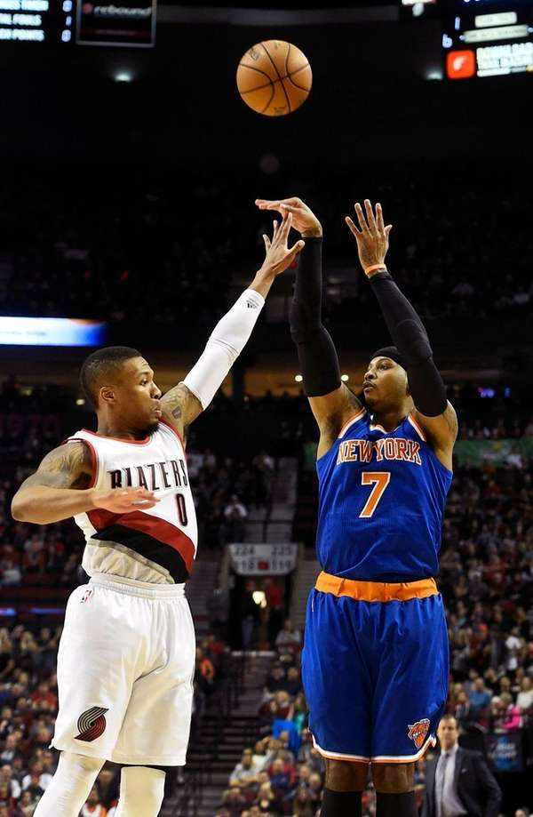 New York Knicks forward Carmelo Anthony (7) shoots