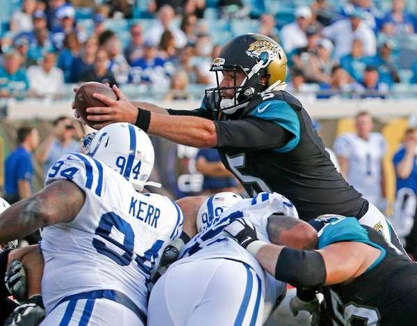 Jacksonville Jaguars quarterback Blake Bortles, top right,
