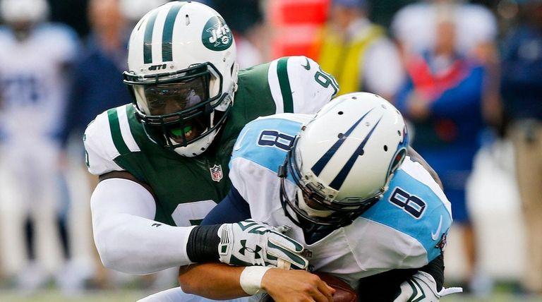 Jets' Muhammad Wilkerson sacks Titans quarterback Marcus Mariota